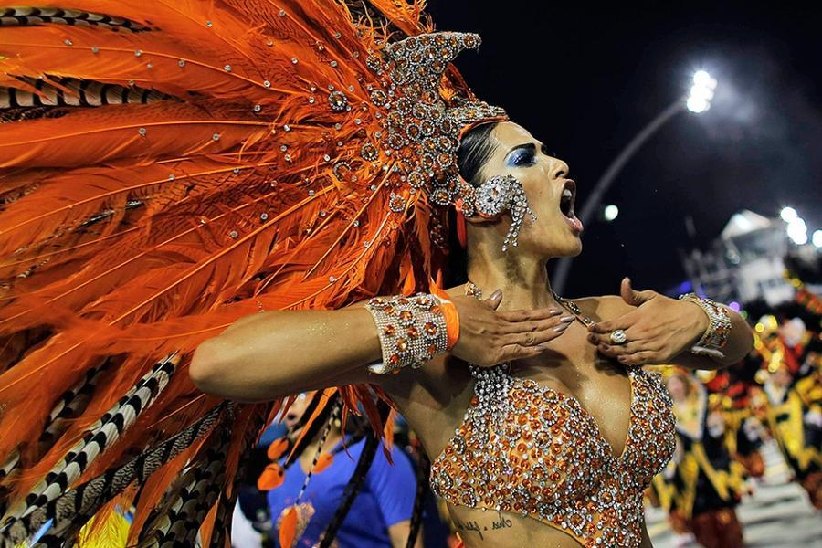 Miss bumbum brasil 2012 - конкурс на лучшие попы бразилии пришел в мой жж) какие-то они все одинаково красивые)