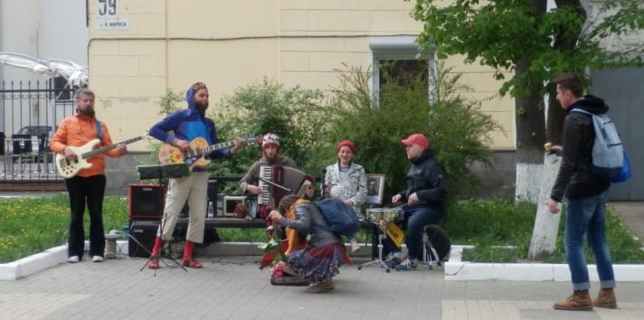Уличный перфоманс на 9 мая+видео
