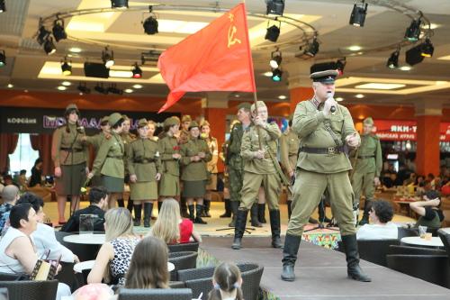День Победы в Центре Галереи Чижова